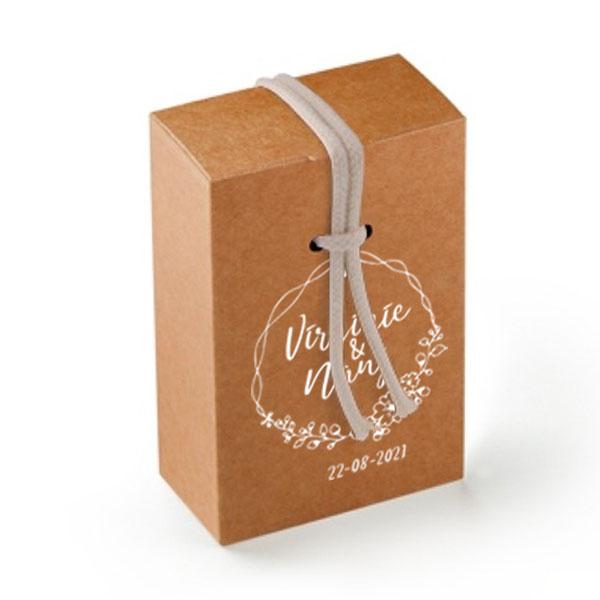 Idée cadeau invités mariage personnalisé boite-cordon version kraft